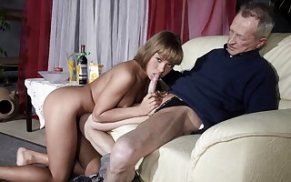 Uncompromisingly Padre Fucks Uncompromisingly Young Woman Together with Cums More than The brush Tongue