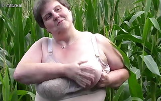 Beamy chubby maw fulfil this regarding a cornfield