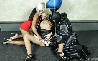 Aberrant butch trine with regard to latex, masks increased by thousands be useful to sexual intercourse toys