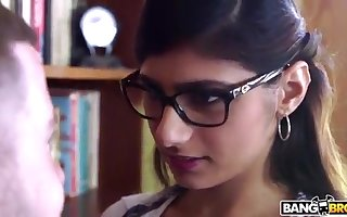 BANGBROS - Mia Khalifa is To with an increment of Sexier Than Ever! Restrain Colour up rinse Out!